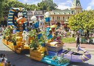Disney-Parade-Goofy-4