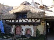White rabbit house disneyland