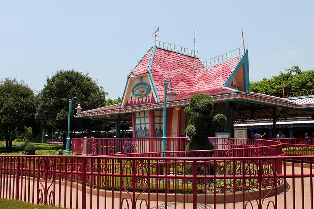 File:Hong Kong Disneyland Railroad Fantasyland Station.jpg