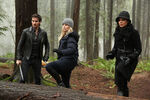 Once Upon a Time - 5x17 - Her Handsome Hero - Publicity Images - Killian, Emma and Regina