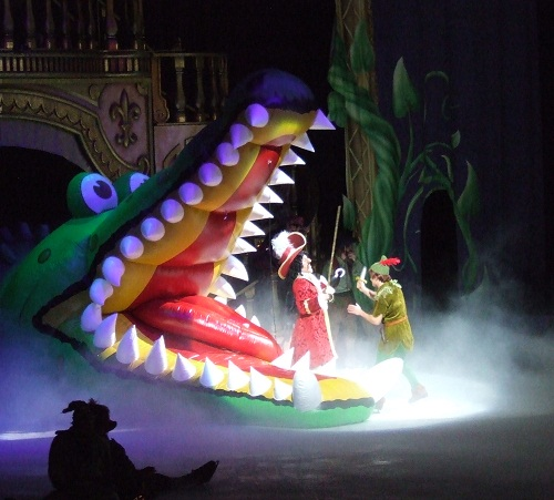 File:Captain-hook-peter-pan-disney-on-ice.jpg
