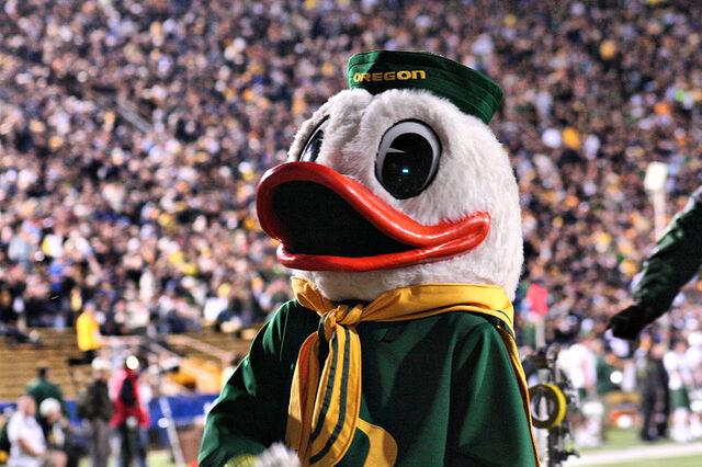 File:Oregon Duck Mascot 2.jpg