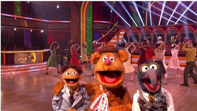 File:Frozzie, Gonzo, Walter - DwtS.jpg