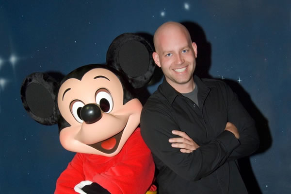 File:Bret-iwan-mickey-mouse.jpg
