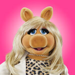 MissPiggy2012Outfit-PinkBG