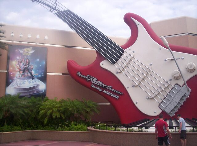 File:Rock 'N' Roller Coaster.JPG