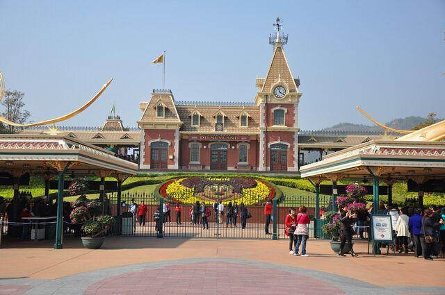 File:Hong Kong Disneyland Railroad Main Street Station.jpg