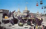 Disneyland postcard d-5 exterior 640