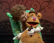Kiss Jean Stapleton and Fozzie