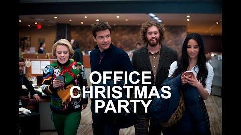 Archivo fiesta de navidad en la oficina primer trailer for Porno xxx en la oficina