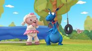 Lambie y Stuffy ( characters of doc mcstuffins )