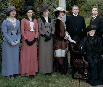File:Downton Abbey Crawley-Family-1-.jpg