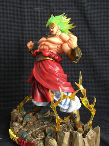 File:PowerUpBroly statue model pvc e.JPG