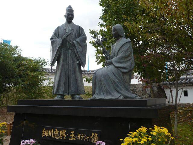 File:TadaokiGracia-statue.jpg