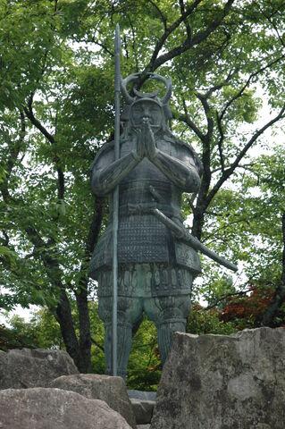 File:Shikanosuke-statue.jpg