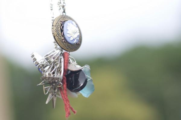 File:Lena necklace 02.jpg