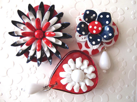 File:All American Flowers. Red White Blue. Three Glamorous Refridgerator Magnets. Collaged Vintage Jewelry. Repurposed Brooch and Earrings. Memorial Day. July 4th.jpeg