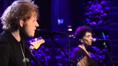 Ed Sheeran- Sing (SNL Performance)