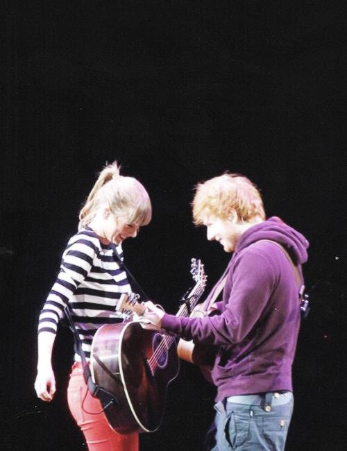 Image ed sheeran plays taylor swifts ed - Ed sheeran give me love live room ...