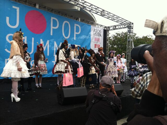 File:Jpopsummit harajukucontest.JPG