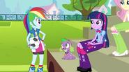 Rainbow Dash talks with Twilight EG