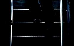 Grand Theft Auto 2 The Movie - Claude bajando las escaleras
