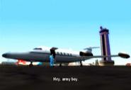 Vista de un avion y de la torre de control en la mision Soldado de GTA VCS
