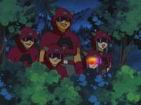 Archivo:EP278 Team Magma espiando.png