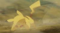 EP933 Chorro arena afectando al Pikachu de Ash