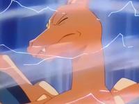 Archivo:EP256 Charizard sufriendo furia dragón (2).png