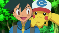EP798 Pikachu con la gorra de Ash