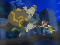 Archivo:EP559 Dusknoir protegiendo a Ash y a Angie.png