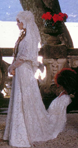 Archivo:Padme-amidala-wedding-dress-and-padme-amidala-gallery.jpg