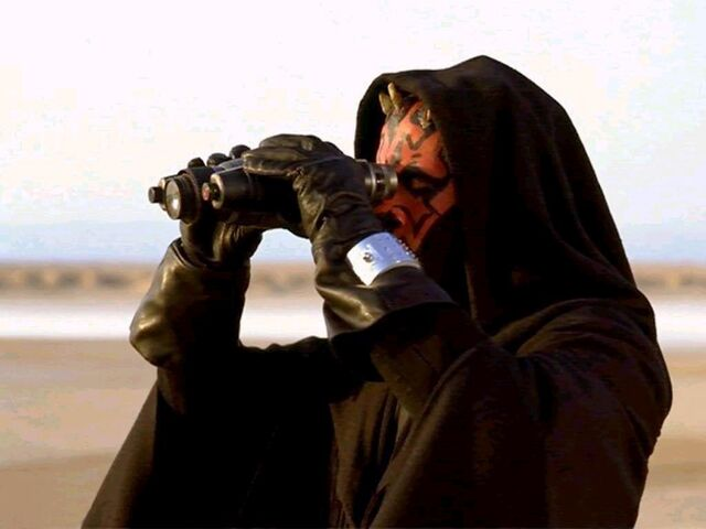 Archivo:Darth Maul with Electrobinoculars.jpg