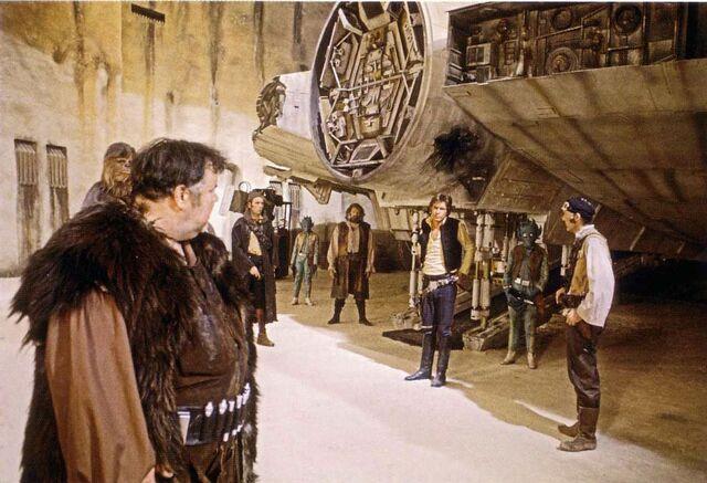 Archivo:DeclanMulholland as Jabba.jpg