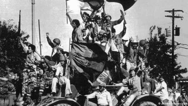 Archivo:Revolución.png
