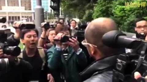 【2016-02-11 旺角警民衝突】旺角衝突被捕者提堂 記者阻被捕人士離開惹爭執 《蘋果》今午致歉