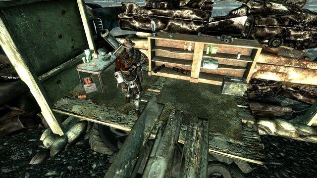 File:Raider wreckage fortifications2.jpg