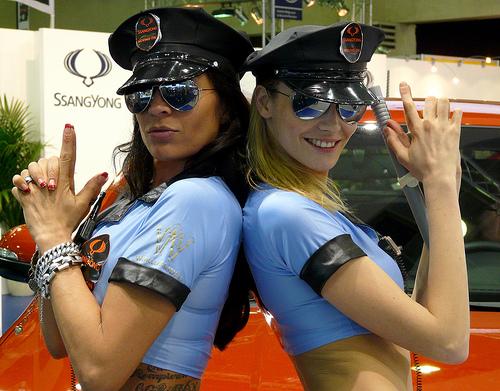 File:Pistolero girls.jpg
