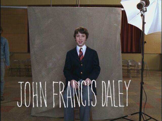 File:Opening-Credits-John-Francis-Daley-freaks-and-geeks-17545130-800-600.jpg