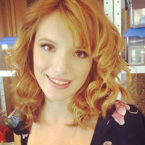 File:Bella-thorne-new-hairdo.jpg