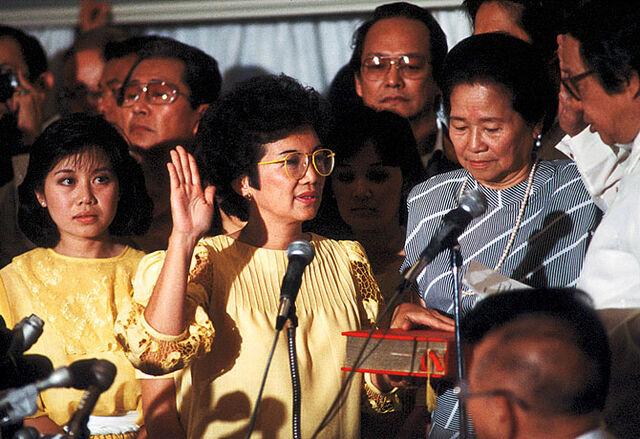 File:Corazon Aquino inauguration.jpg