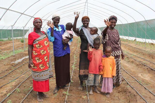 File:A mothers support group in Lodwar, northern Kenya, September 2011 (6219651215).jpg