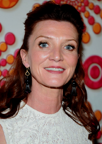 File:Michelle Emmys 2011.png