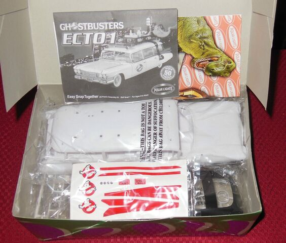 File:Polar Lights Ecto-1 Snap Model Parts02.jpg