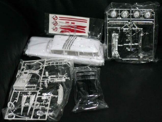 File:Polar Lights Ecto-1 Snap Model Parts03.jpg