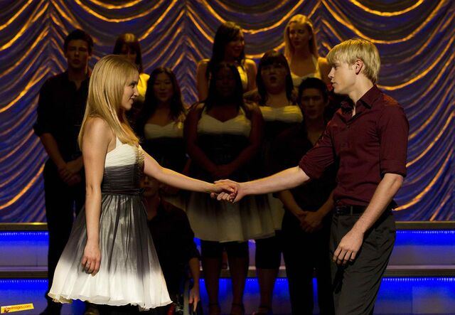File:Sam and Quinn singing (I've Had) The Time of My Life.jpg