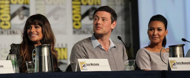 File:Glee panel-15.jpg