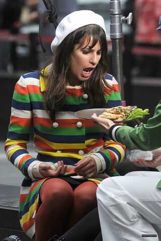 File:Rachel making a face at her lunch - glee in nyc.jpg