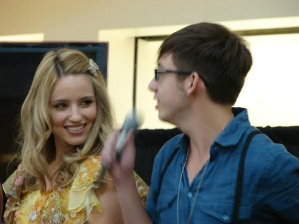 File:Blurry Singing Dianna and Kevin.png